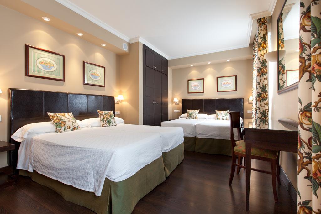 Hotel en la puerta del sol de madrid hotel moderno for Dormitorios modernos para adultos
