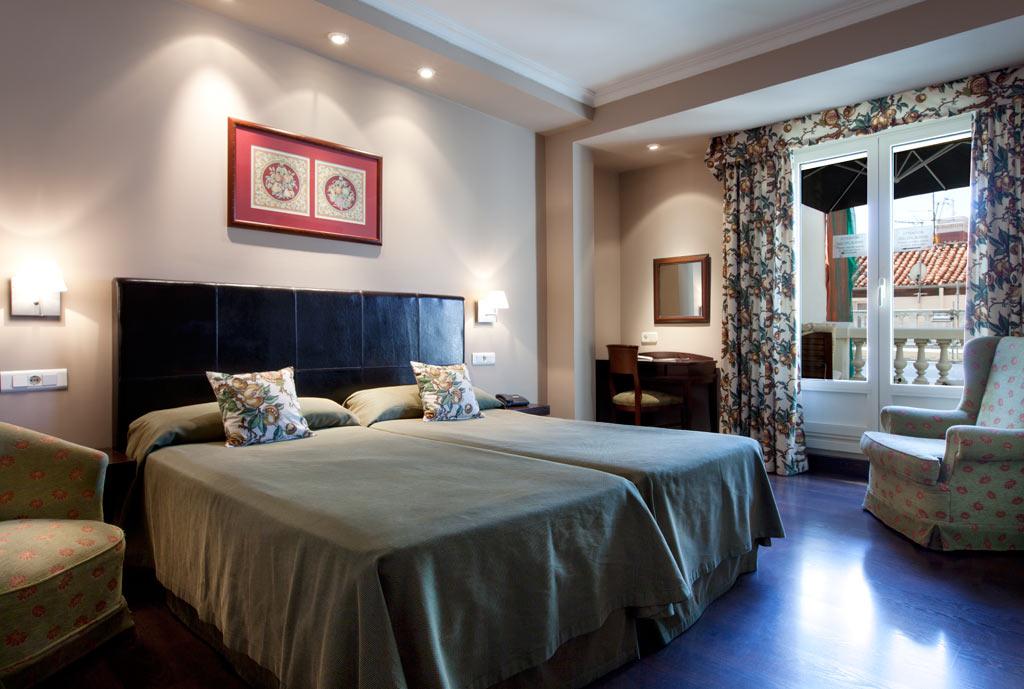 Hotel en la puerta del sol de madrid hotel moderno for Habitaciones prefabricadas para terrazas