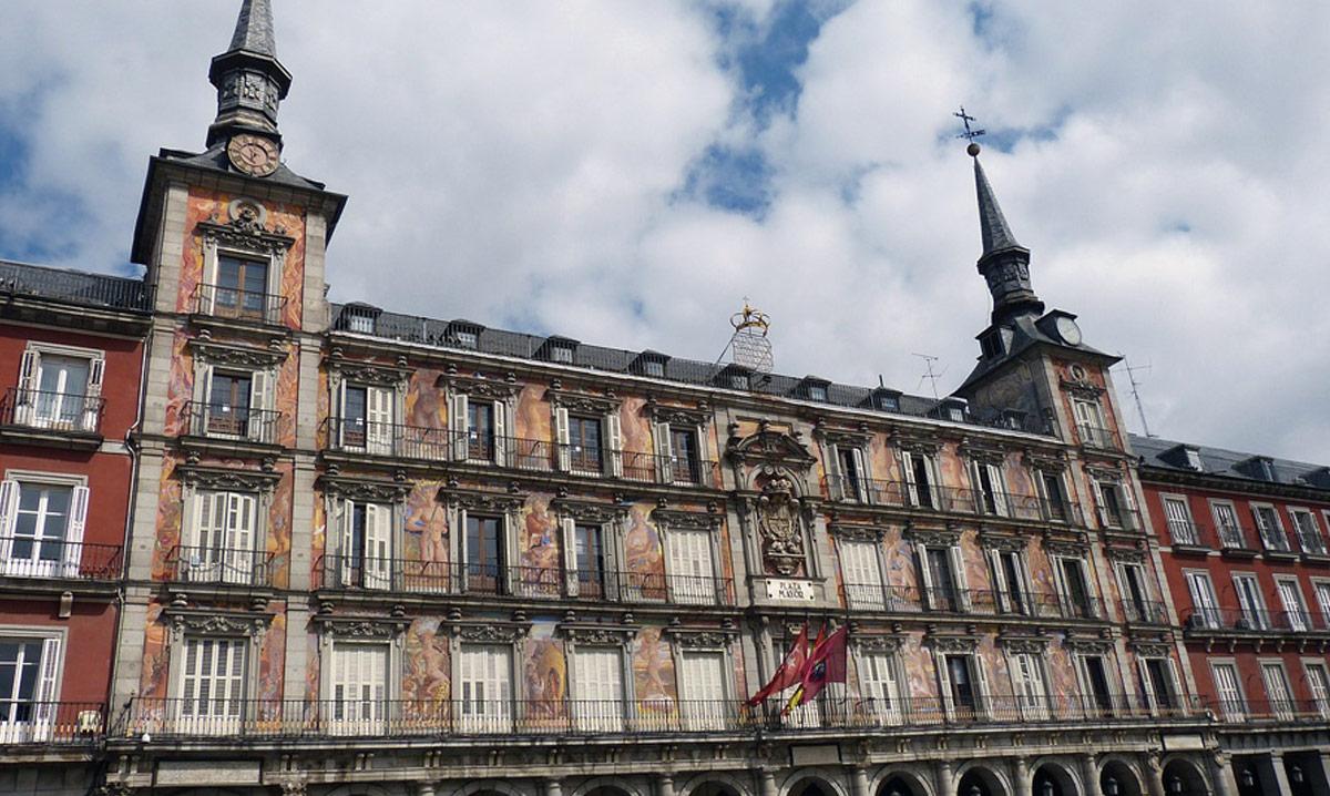Madrid historisch hotel moderno puerta del sol for Madrid moderno